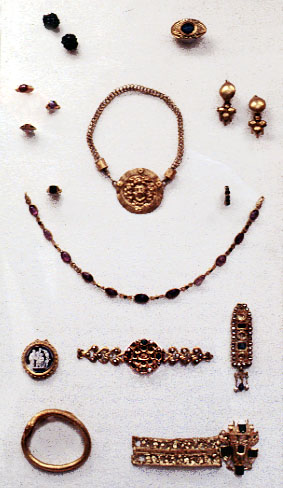 Assorted Roman jewelry