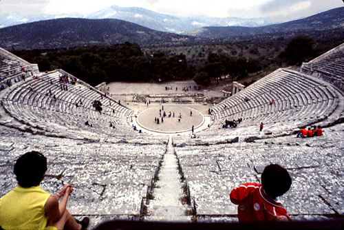 structure of greek theater Greek theatre - physical structure the picture above is a example of a greek amphitheater this theater is set on the slopes of mt parnassus above the famous temple.